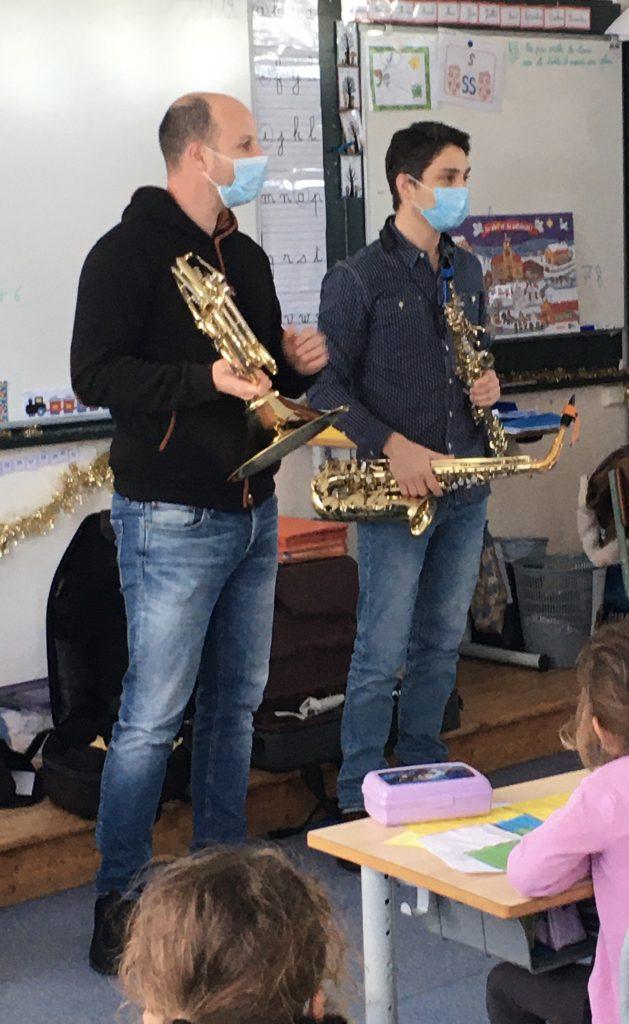 Des musiciens à l 'école