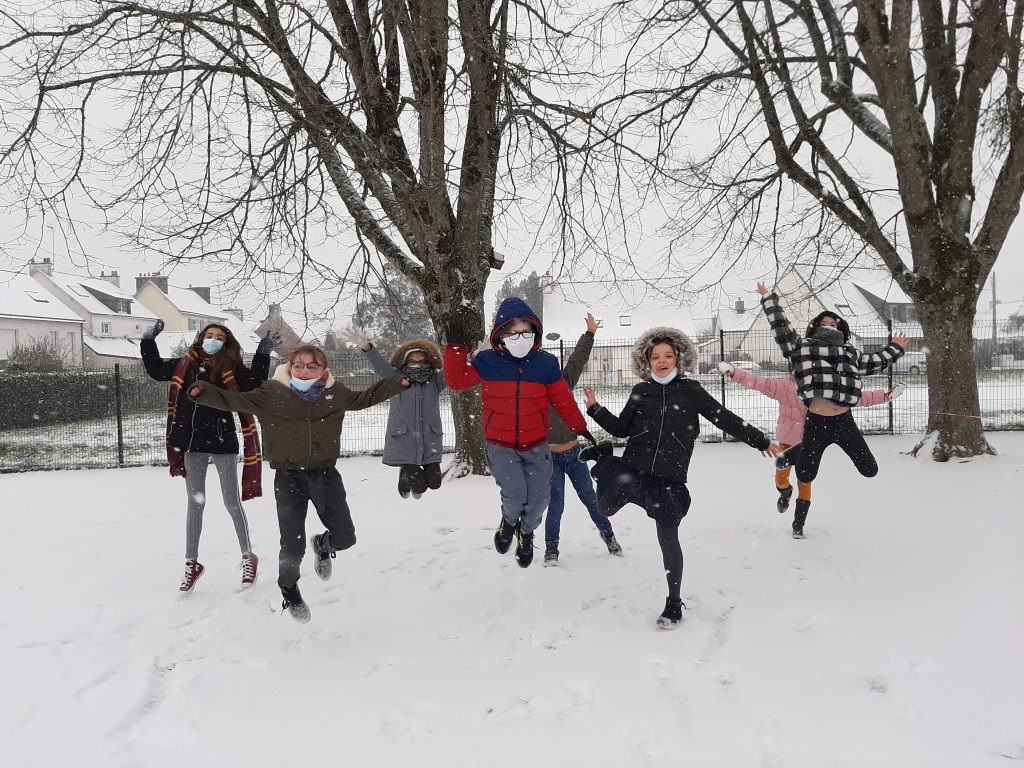 Jeudi 11/02 : De la neige à l'école !!!!!