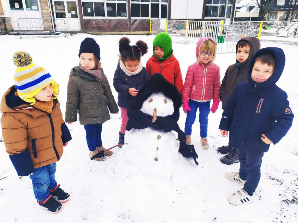 Il neige à l'école !